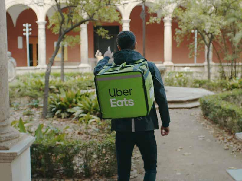Uber Eats arriva a Firenze. Un'app per ricevere cibo a casa. Come funziona e come lavorare per Uber Eats