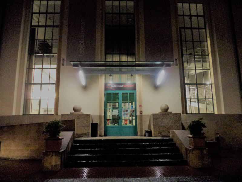 Biblioteca Firenze Scandicci aperta di notte