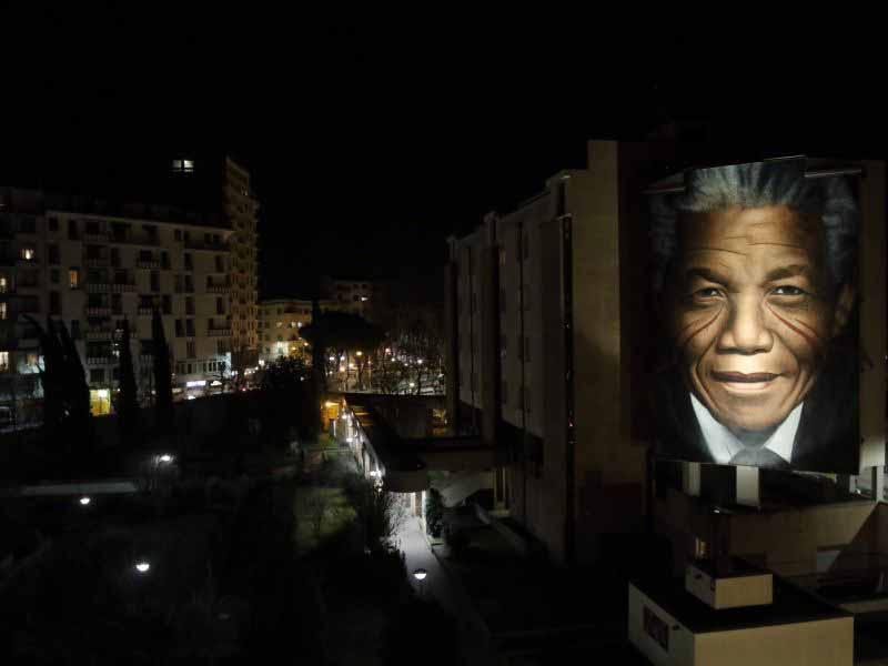 Mandela murales Firenze notte illuminazione Silfispa