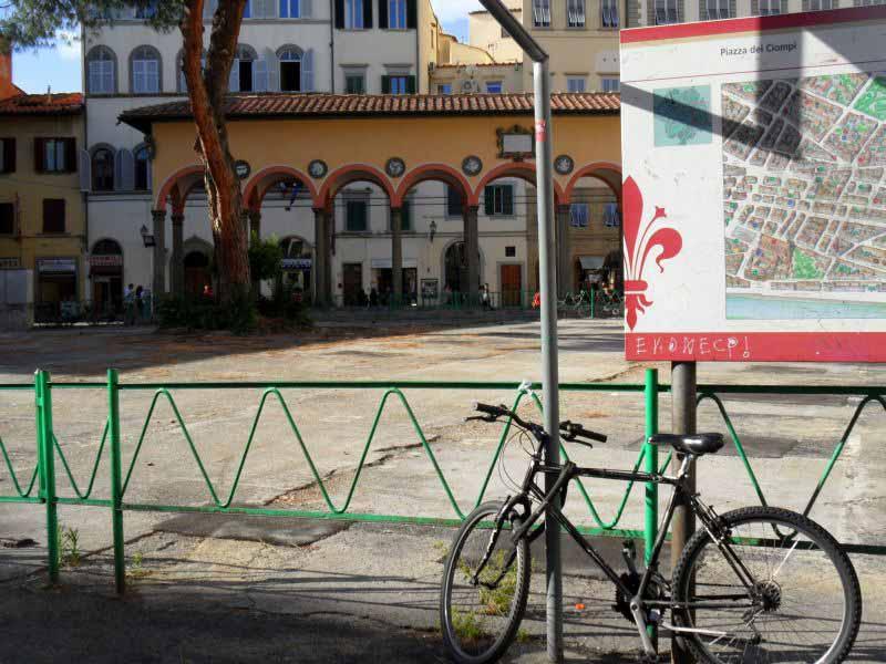 Piazza dei Ciompi senza antiquari