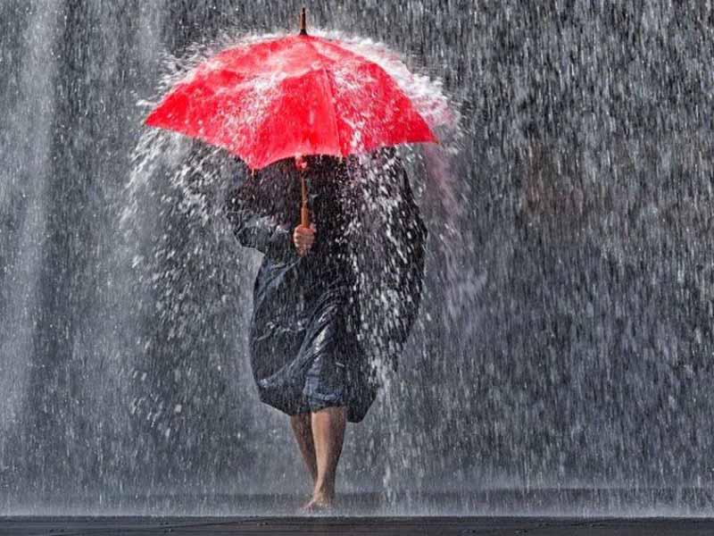 Ancora temporali in toscana ma il weekend salvo for Sotto la pioggia ombrelli