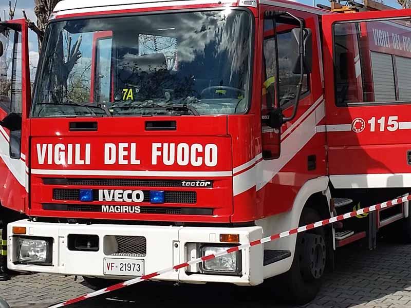 Rumori dalle pareti, evacuato palazzo in via Doni a Firenze. Verifiche escludono il pericolo, rientrate le 24 famiglie
