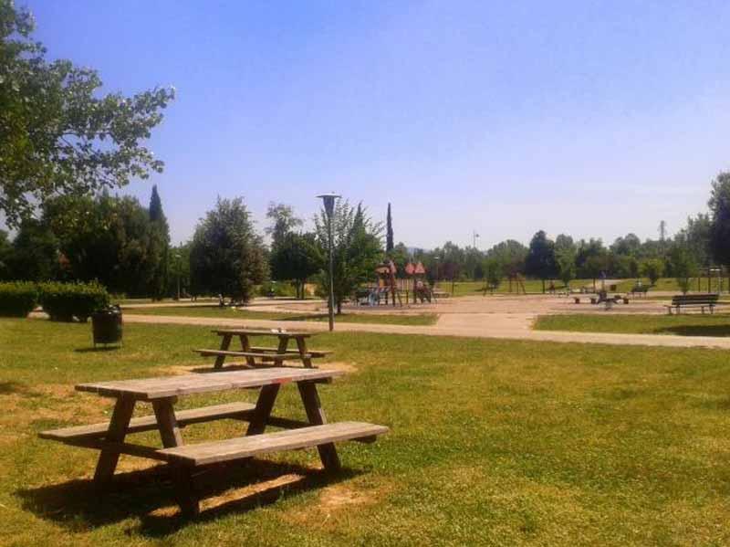 Tavoli da pic-nic nel parco dellArgingrosso