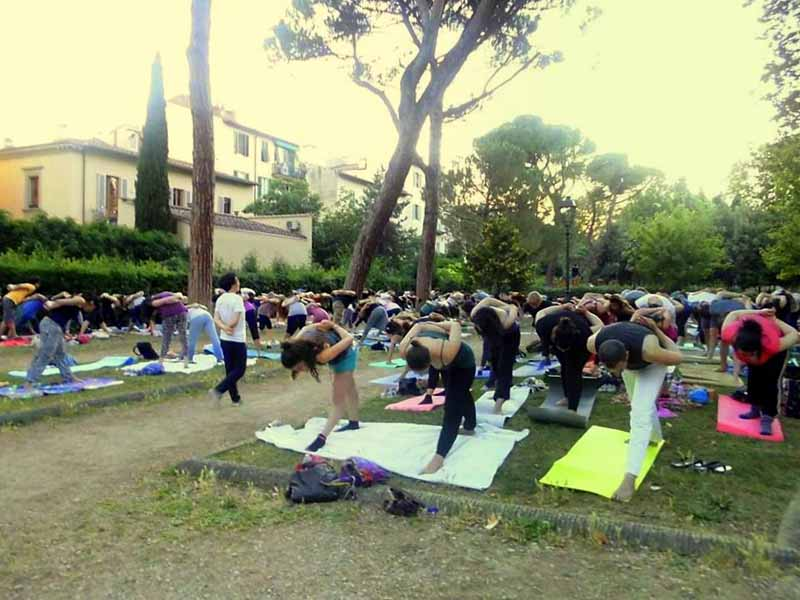 Yoga nel giardino dell 39 orticoltura in 80 for Giardino orticoltura firenze aperitivo