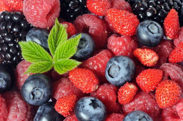 Consumate fruti di bosco surgelati solo dopo averli bolliti