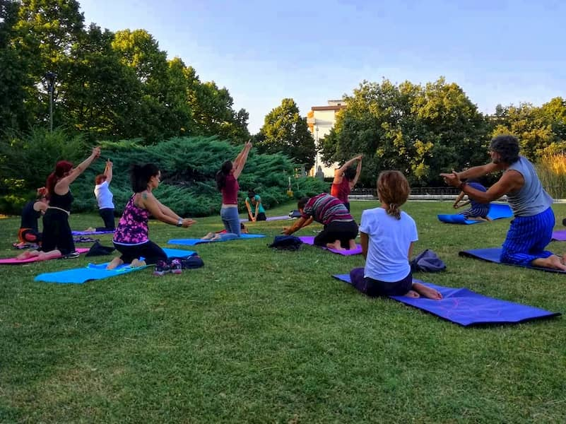 Corsi di yoga Firenze gratis estate Villa Vogel