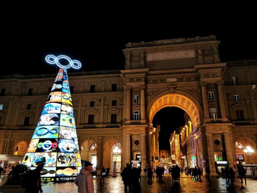 Albero Natale luminarie piazza Repubblica Michelangelo Pistoletto Firenze