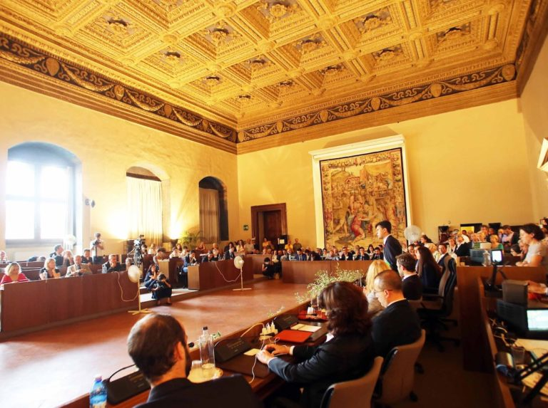"""""""Esordio"""" del nuovo consiglio comunale: Biti eletta presidente"""