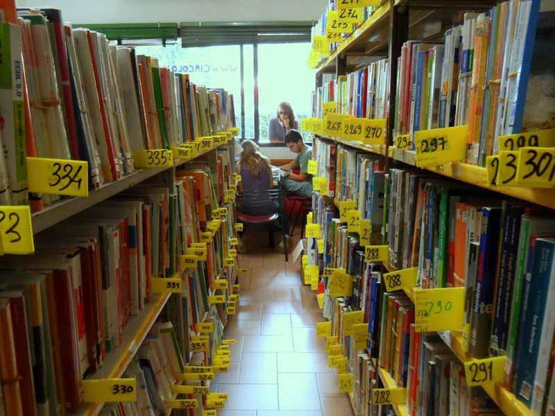 Libri scolastici usati negozio