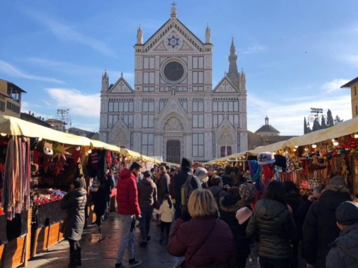 Mercatini Di Natale Firenze.Il Mercatino Di Natale In Piazza Santa Croce