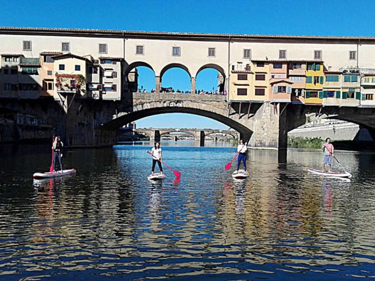 Stand Up Paddle: 'surf' sotto Ponte Vecchio