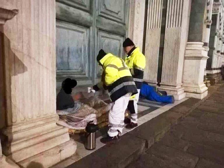 Emergenza freddo, volontari in strada per assistere i senzatetto