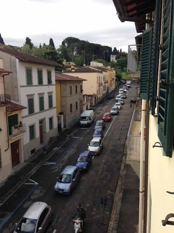Via Fortini, cambia il senso e  il quartiere si paralizza. Ma è solo per pochi giorni