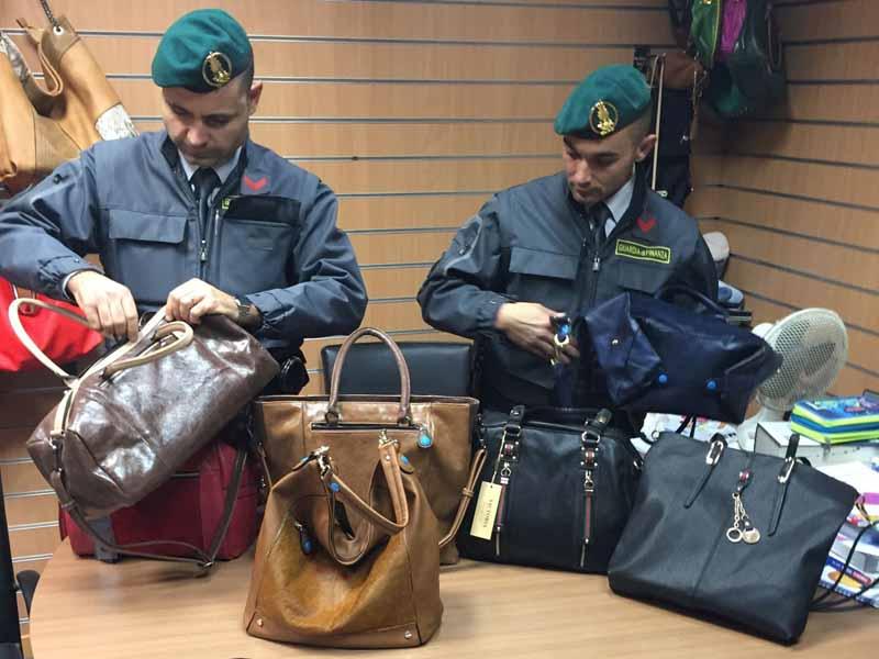Ingrosso Borse Firenze.Marchi Prestigiosi Ma Contraffatti Gdf Sequestra 5mila Borse