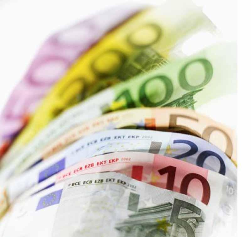 """Costi della casta, """"mettiamo il tetto di 5mila euro a consiglieri e parlamentari"""""""