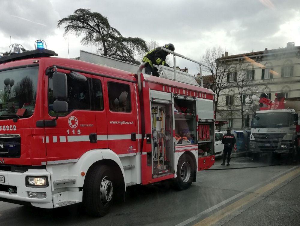 piazza indipendenza traffico incendio
