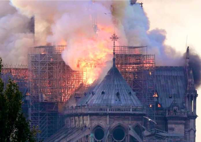 Notre-Dame aiuto Firenze