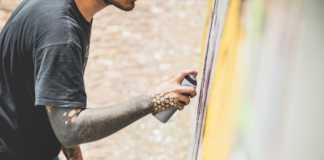 Nel tunnel della tramvia il maxi murales che fa bene all'aria