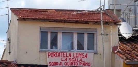 Salvini a Firenze, striscione di contestazione