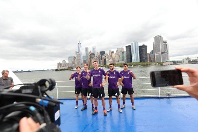 La nuova maglia della Fiorentina