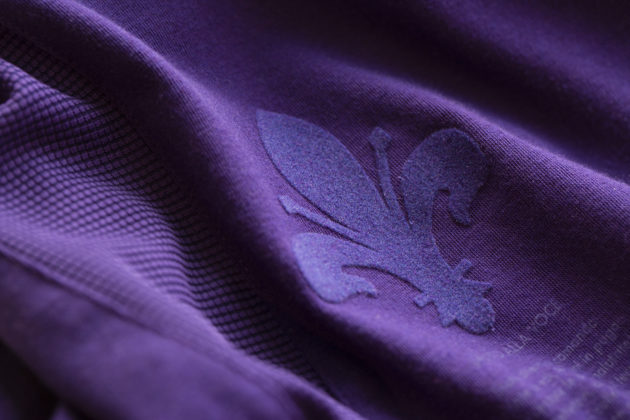 La nuova maglia della Fiorentina per la stagione 2019/2020 - dettaglio