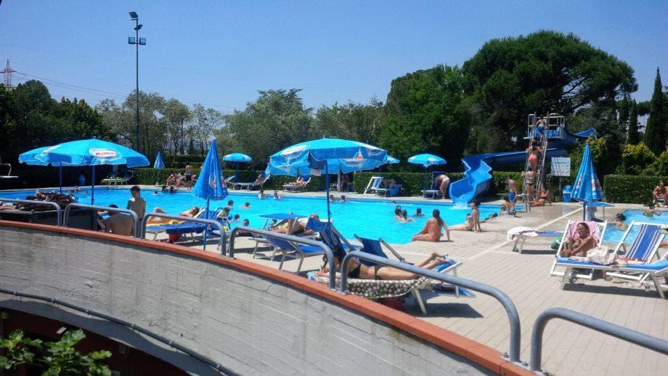 PIscina Hotel delta Florence Calezano Firenze scivolo bambini