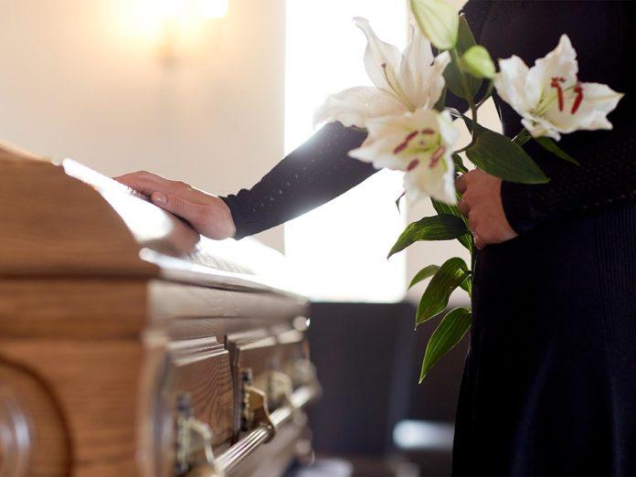 Come funziona il funerale laico