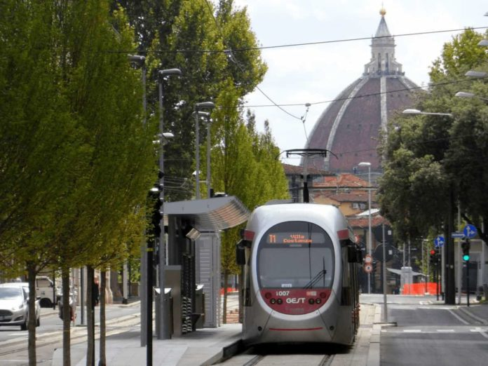 Firenze tramvia bus gratis studenti università mezzi pubblici