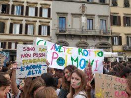 Friday for Future, studenti in sciopero, le immagini della manifestazione per il clima a Firenze