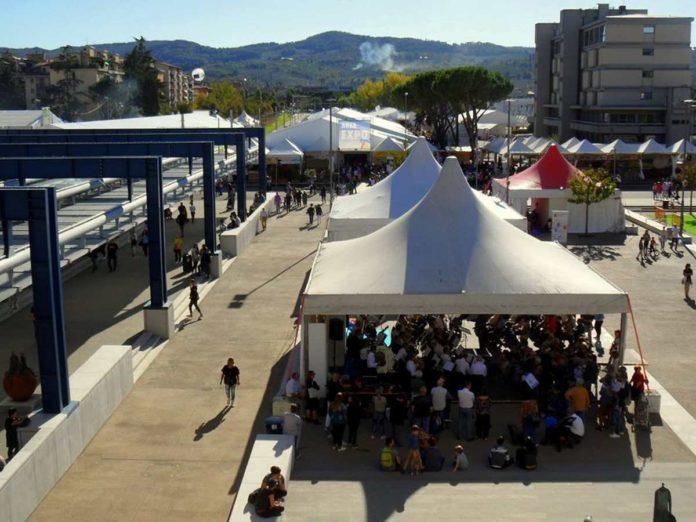 Scandicci Fiera stand espositori piazza Resistenza