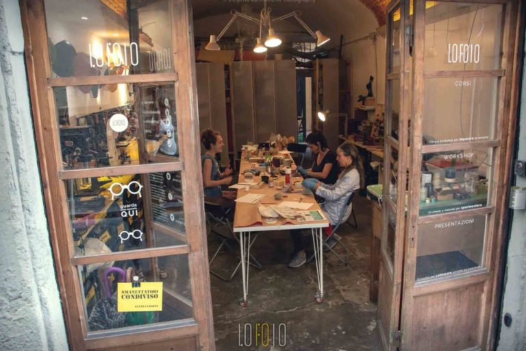 """Basta dire """"Lofoio"""": la bottega condivisa dove tutti diventano artigiani"""