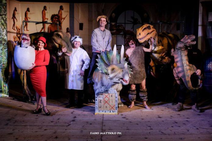 Tre dinosauri a grandezza naturale che si muovono e recitano insieme agli attori: sono i protagonisti di Dinosaur show, al Teatro Florida