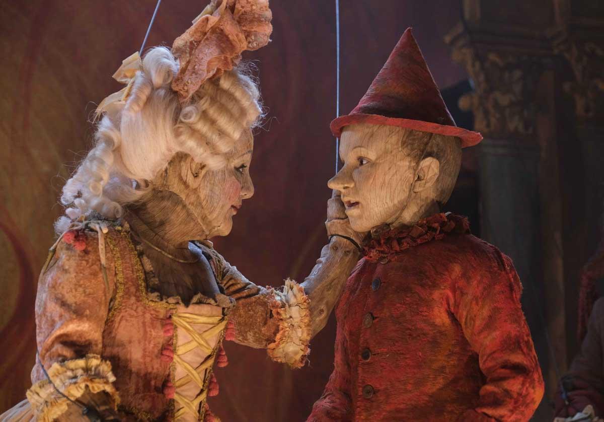 """I costumi del """"Pinocchio"""" di Matteo Garrone in mostra al Museo del Tessuto di Prato: le creazioni del costumista Massimo Cantini Parrini"""