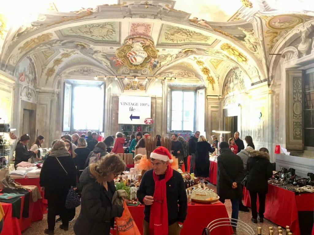Natale per file Firenze mercatino Palazzo Corsini