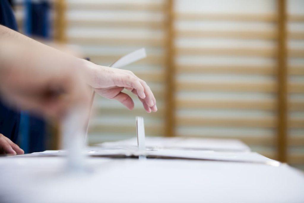 Elezioni urna scheda voto referendum 2020 quesito