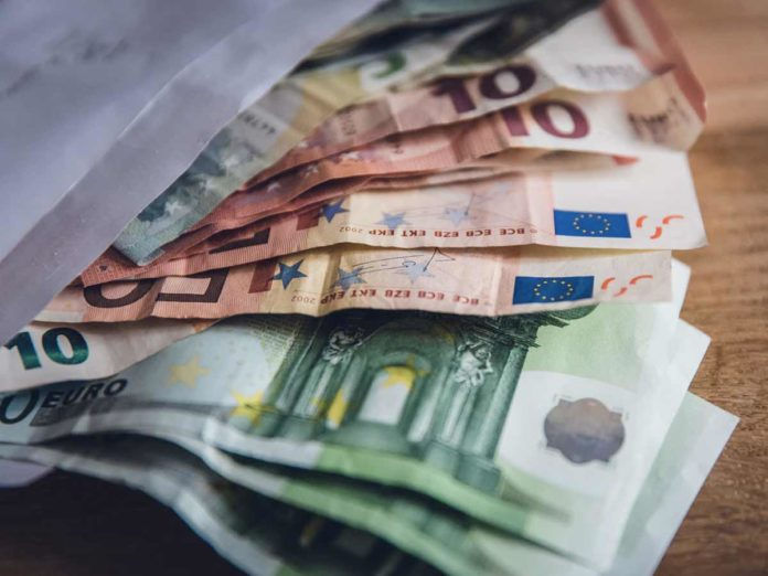 Coronavirus, il bonus da 600 euro anche ai professionisti