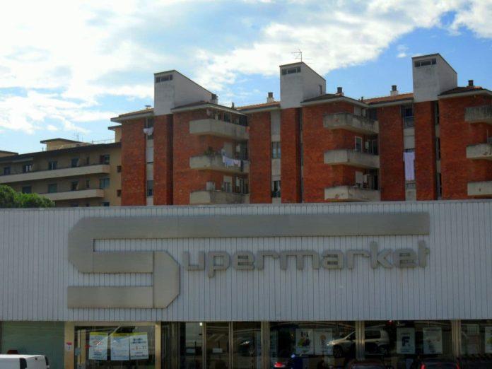 Esselunga nuovi orari supermercati aperti chiusi domenica coronavirus