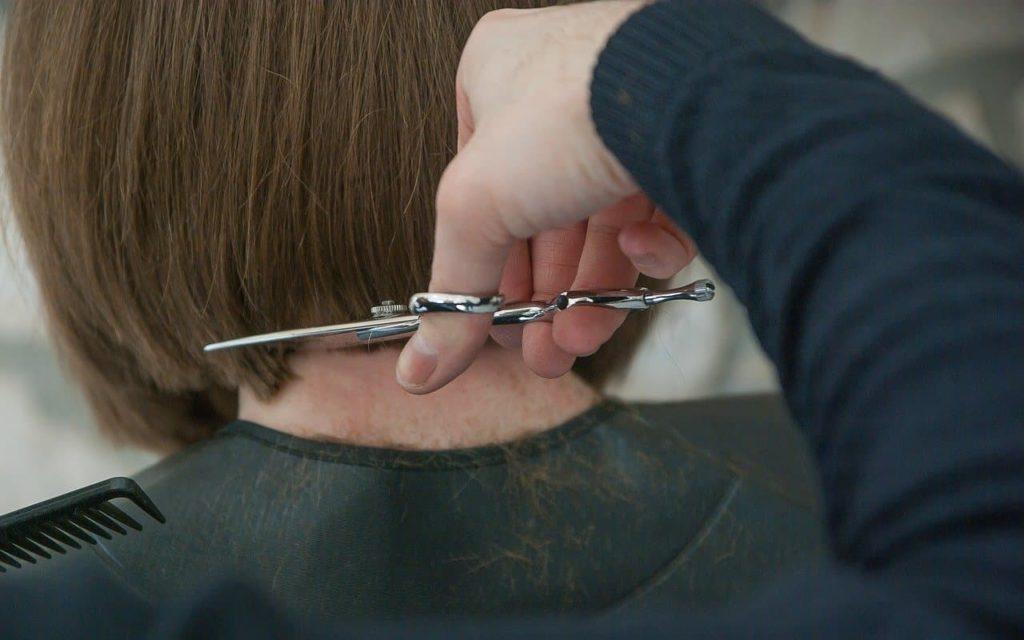 Parrucchieri taglio capelli fai da te a casa tagliarsi capelli da soli