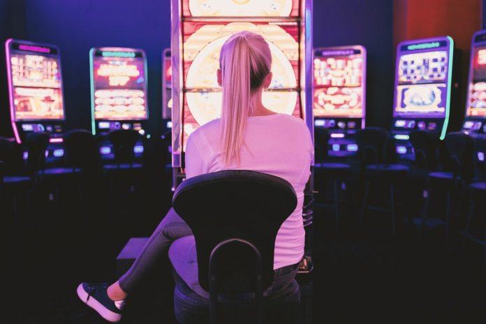 Scommesse riapertura maggio sale centri slot machine
