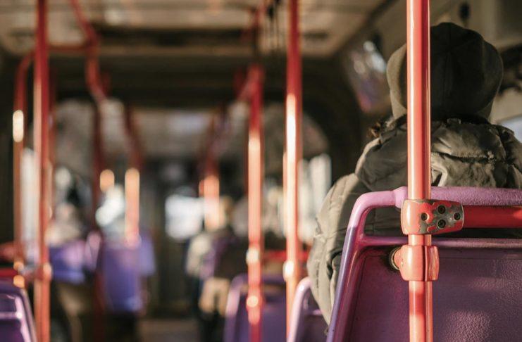 Un metro di distanza e mascherine: le regole sui bus della Toscana per la fase 2