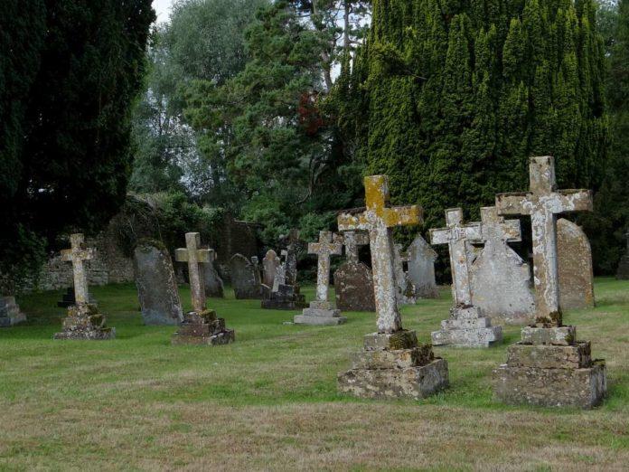 cimitero si può andare fuori altro Comune