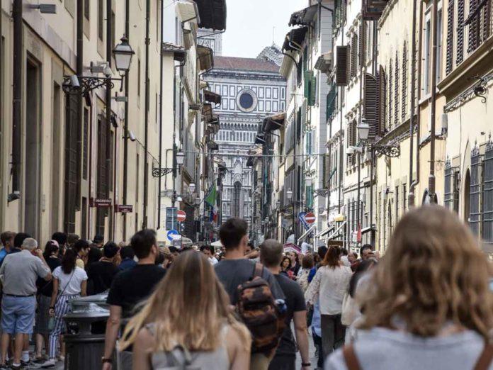 Stop ai bus turistici e controllo degli accessi per riportare i residenti in centro: il piano Rinasce Firenze