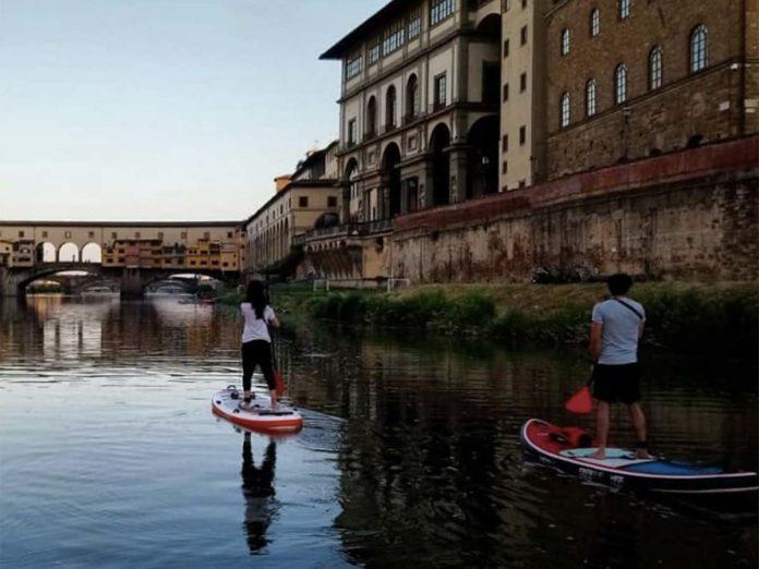 Fine settimana in Sup: escursioni sull'Arno e al mare in Toscana