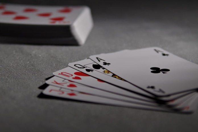 giocare carte nei bar circoli si può Covid coronavirus