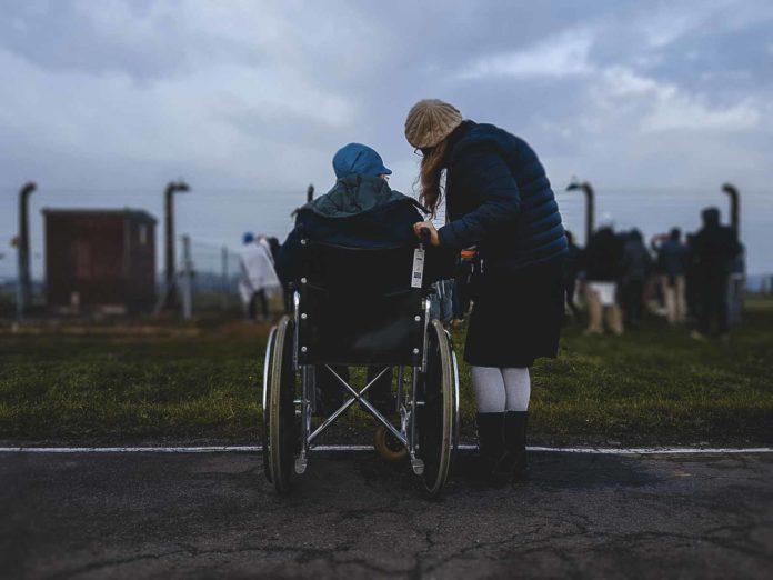Salta il Bonus caregiver, niente 600 euro per chi assiste un disabile