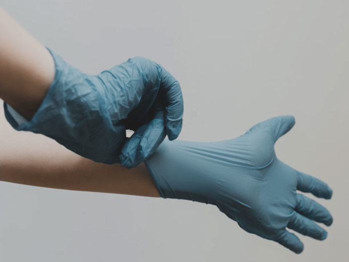Ordinanza della Regione Toscana: no all'uso dei guanti, meglio lavarsi le mani