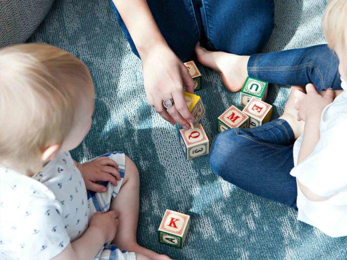 Assegno figli a carico, la bozza del bonus e il Family act 2020