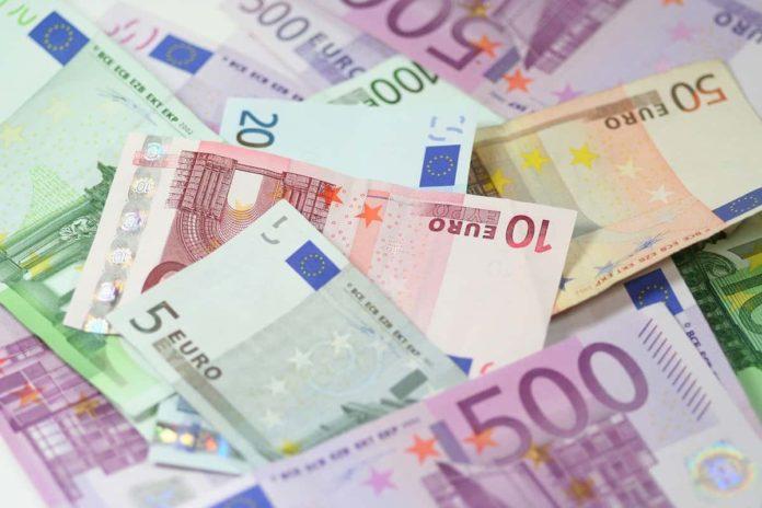 Bonus agosto 2020 decreto 1000 euro professionisti lavoratori spettacolo collaboratori sportivi casalinghe