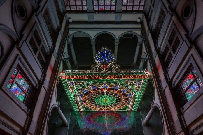 L'installazione di Marinella Senatore a Palazzo Strozzi