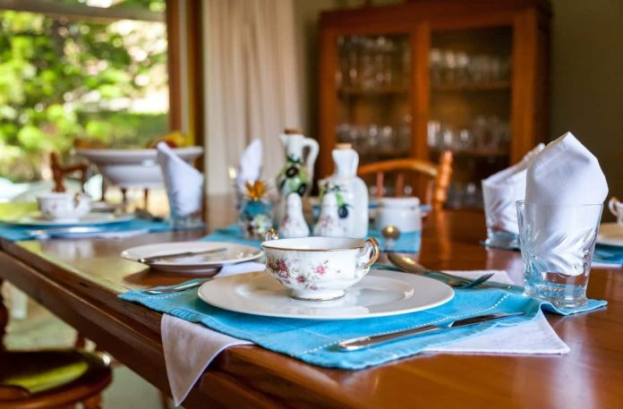 quante persone in casa si possono invitare stare tavola pranzo Dpcm mangiare insieme pasqua